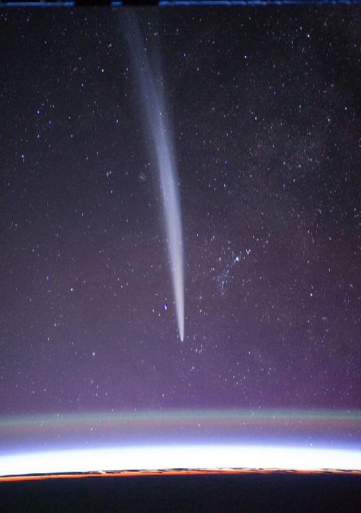 Photo of Comet Lovejoy from the ISS taken by NASA astronaut Dan Burbank. Credit: NASA/Dan Burbank